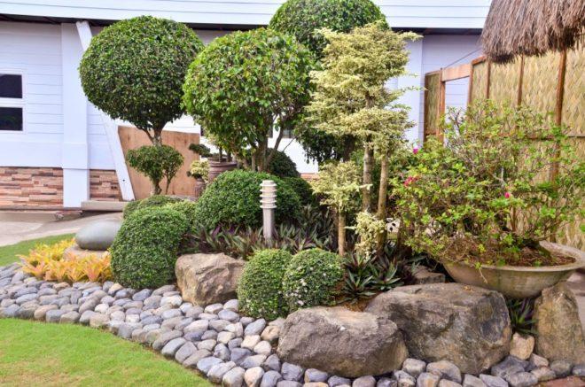 ландшафтный дизайн двора частного дома с использованием камней