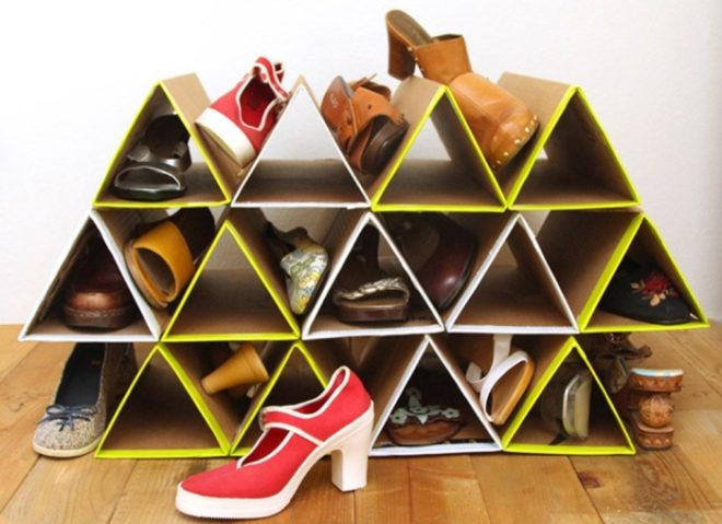 Полка для обуви из картонных коробок