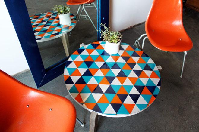 разноцветный столик