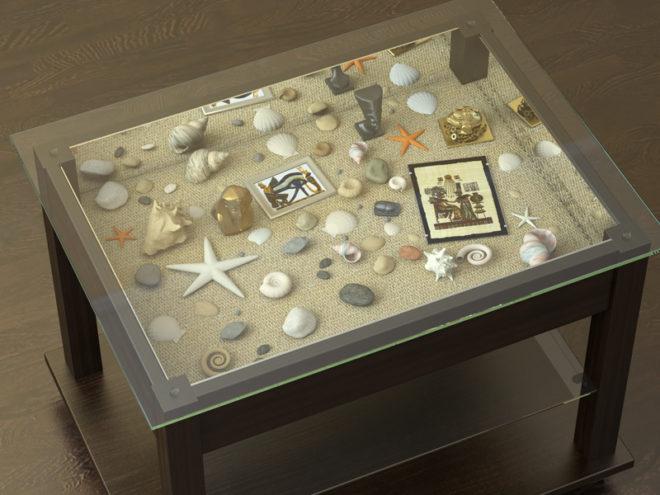 стклянный столик с экспозицией