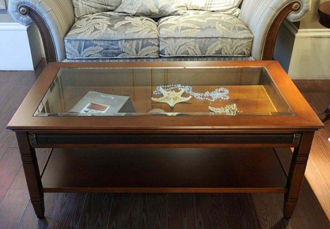 столик с прозрачной столешницей