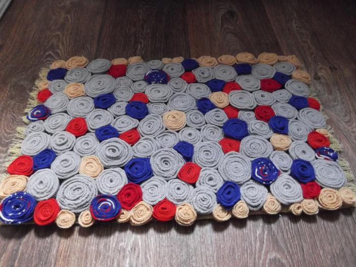 Коврик из старых свитеров (переделки)