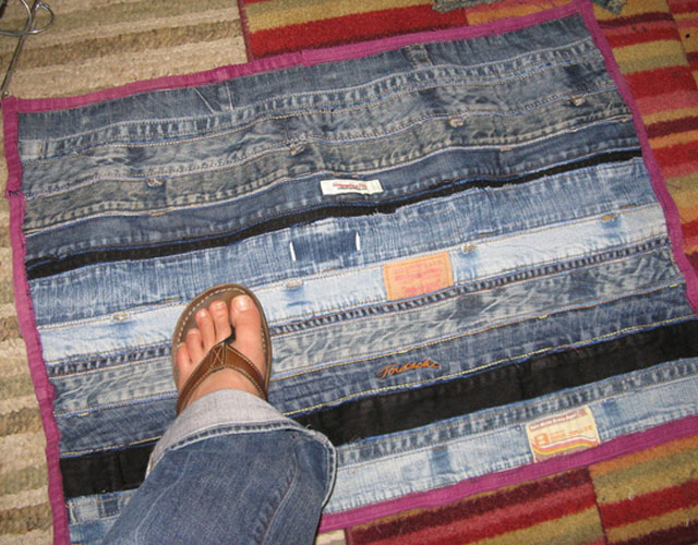 Коврик из старых джинсов