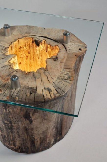 Светильник в столе из бревна