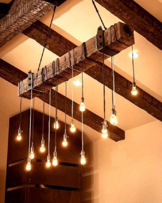 Светильник на деревянном брусе