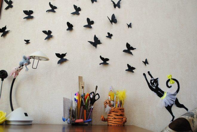чёрные бумажные бабочки
