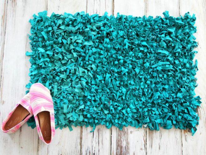 самодельный пушистый коврик