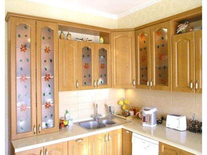 Рисунок на стёклах кухонного гарнитура