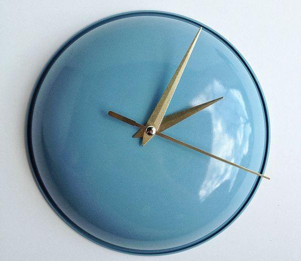 часы из старой крышки от сковороды