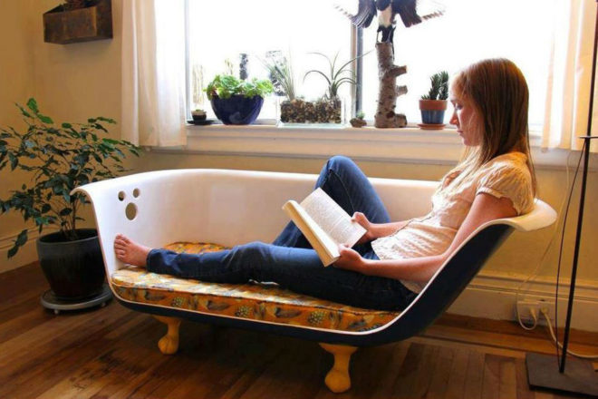 диван из старой ванны