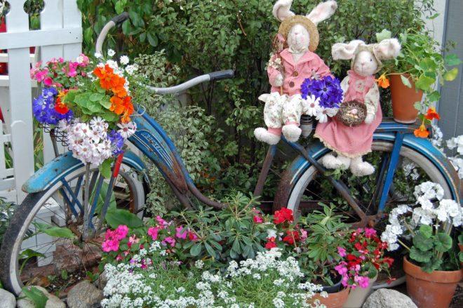 клумба из старого велосипеда своими руками