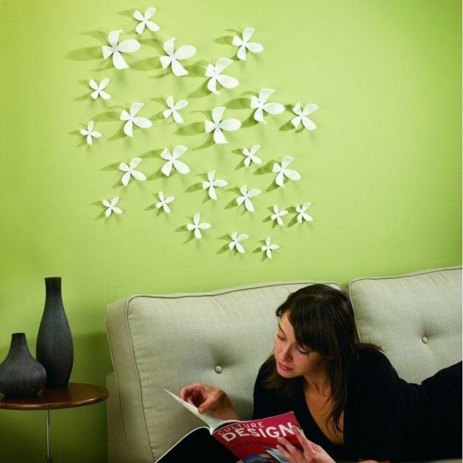 украшение стены над кроватью объемными элементами