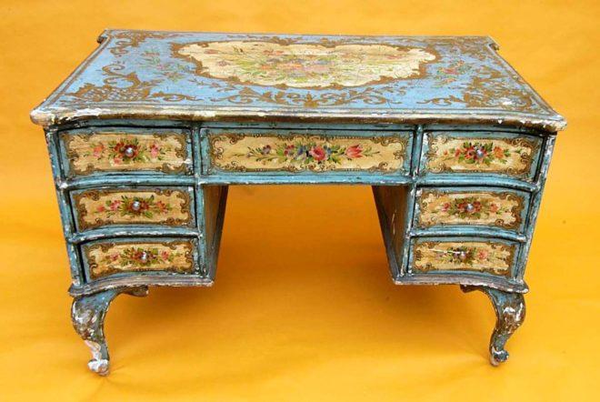 Декупаж старого стола