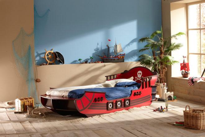 Кровать — пиратский корабль