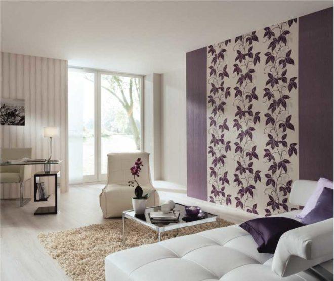 Фото интерьера с акцентной стеной с обоями двух разных рисунков