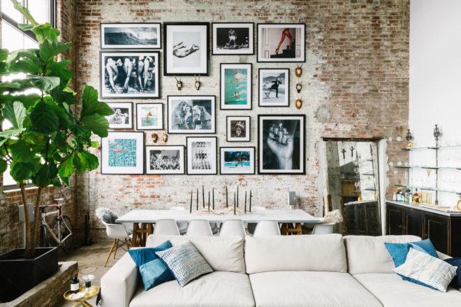 Картины в интерьере в стиле лофт