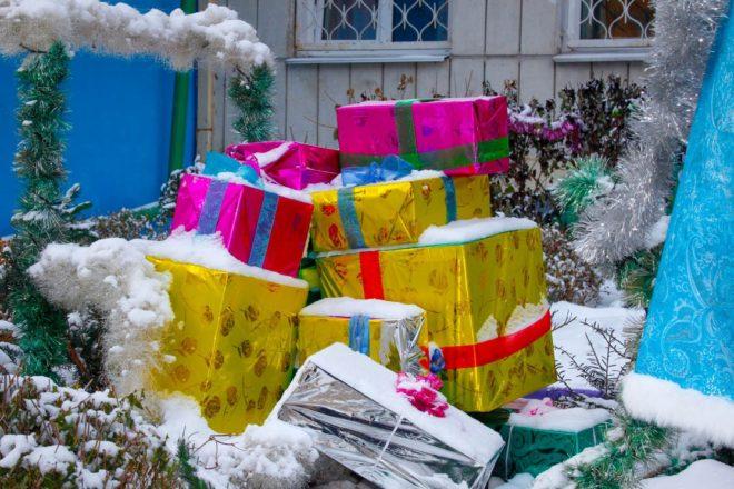 Подарки к Новому 2019 году во дворе