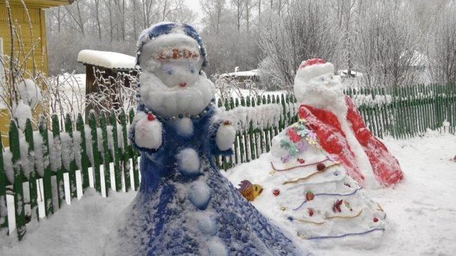 Новогодние фигуры во дворе