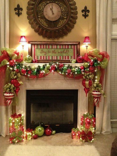Новогодние сувениры в качестве украшения для камина