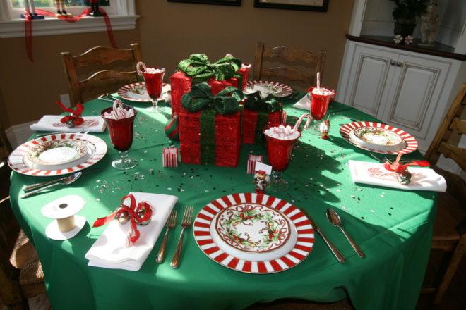 Праздничная скатерть и посуда