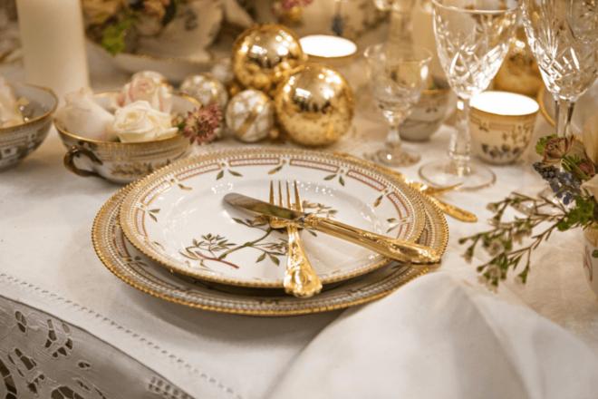 Изысканная посуда и столовые приборы