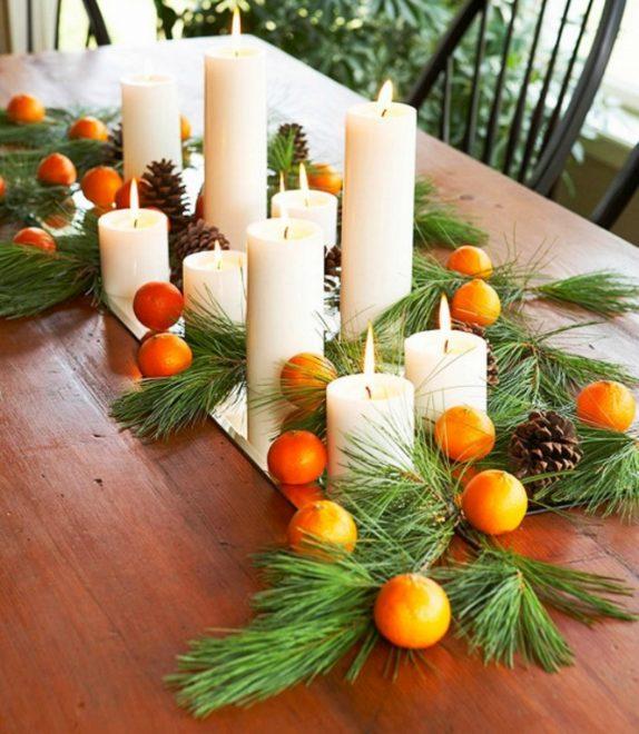Декор из свечей и сосновых веточек