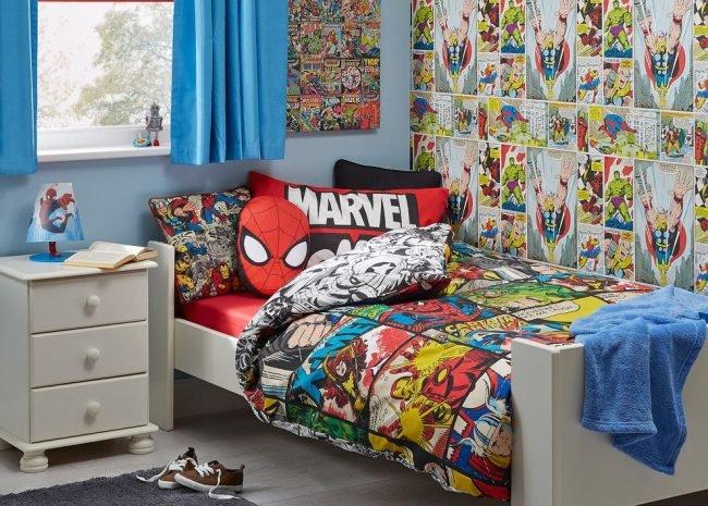 Обои в детской комнате с рисунками из комиксов Marvel