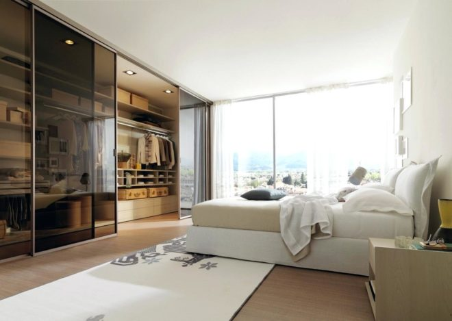 Гардеробная, совмещённая со спальней