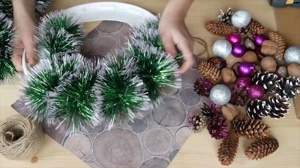 рождественский венок своими руками из мишуры
