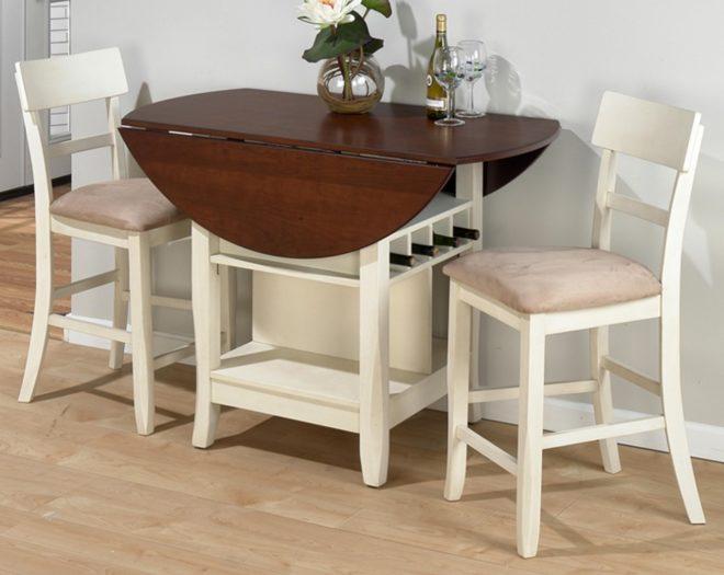 Складной стол и два стула