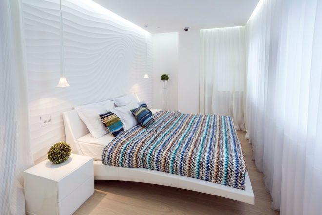Дизайн узкой спальни в светлых тонах