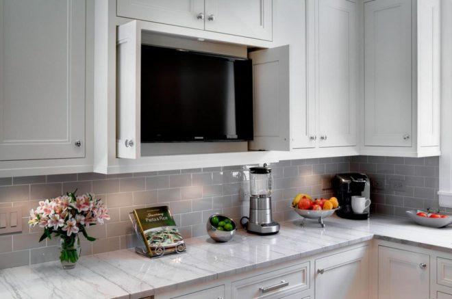 Кухня со встроенным за дверки телевизором