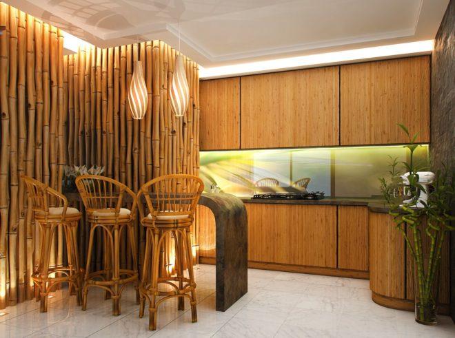 Кухня в эко-стиле с декором из бамбука