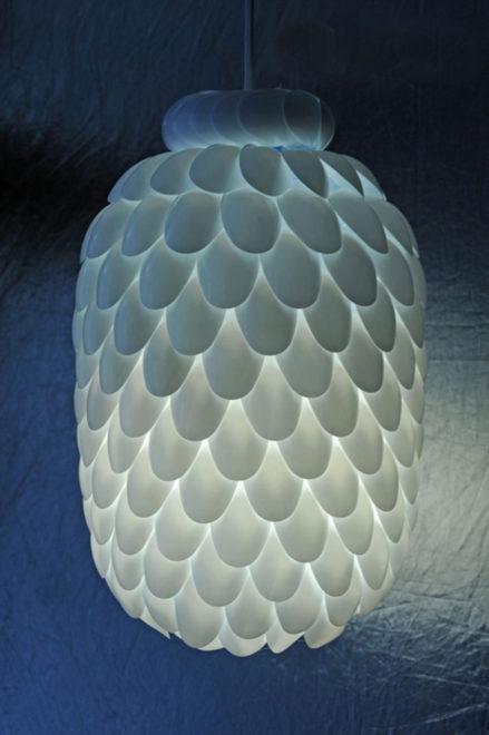 Вариант из пластиковых ложек