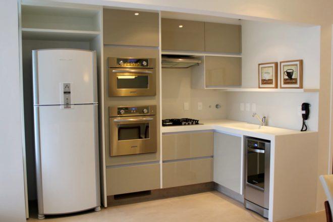 Фото: вариант размещение техники на квадратной кухне 11 кв. м