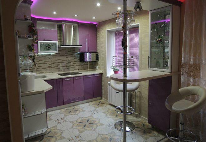 Барная стойка на квадратной кухне 11 кв. м