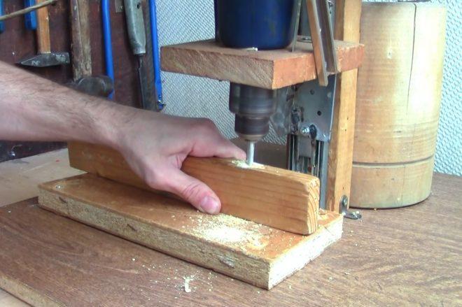 Сверлильный прибор из дерева