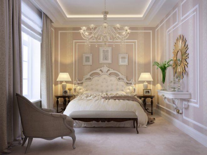Золотистое зеркало и узорчатое изголовье кровати