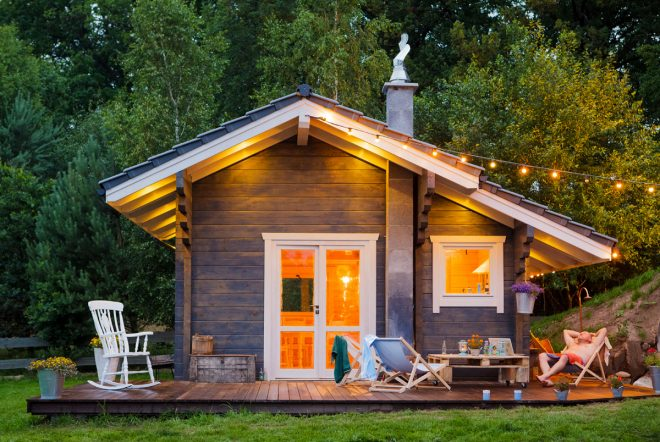 Деревянный дом с зоной отдыха