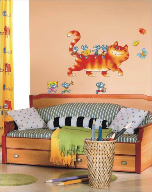Красочная наклейка в детскую комнату