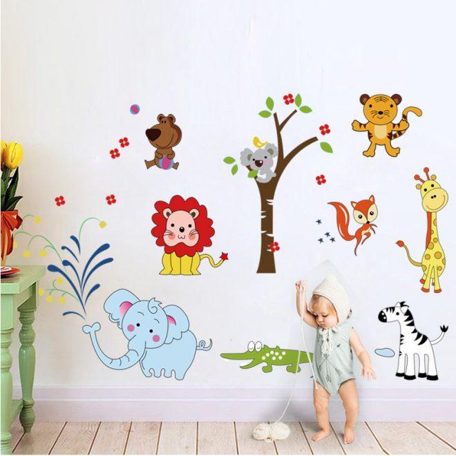 Настенная наклейка со зверятами в детскую