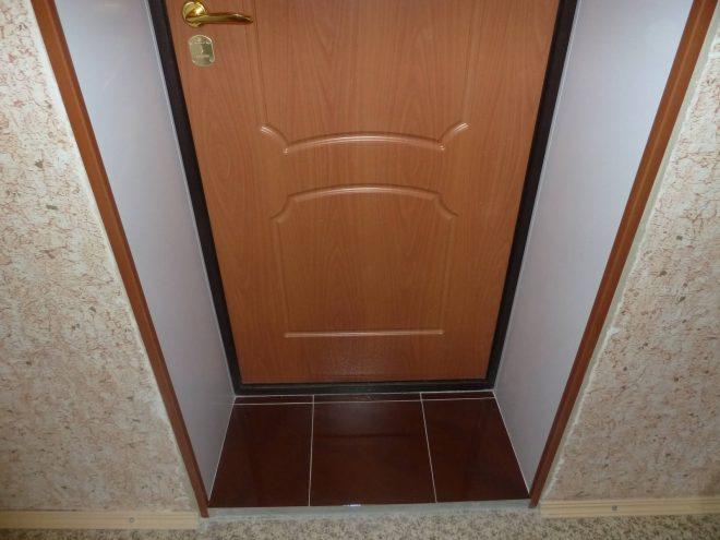 Дверные откосы из пластика
