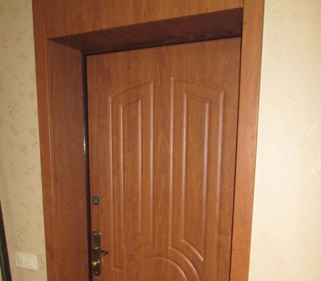 Входная дверь с откосами из МДФ
