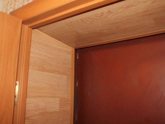 Откосы для входной двери из ПВХ-панелей