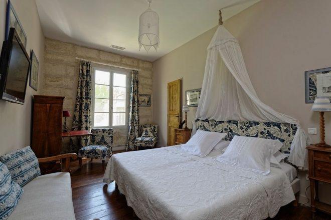 Дизайн 15-метровой спальни в стиле прованс
