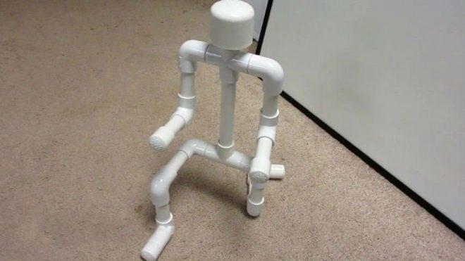 робот из пластиковых труб своими руками