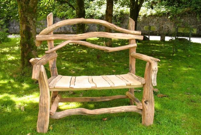 Замысловатая скамейка на дачу