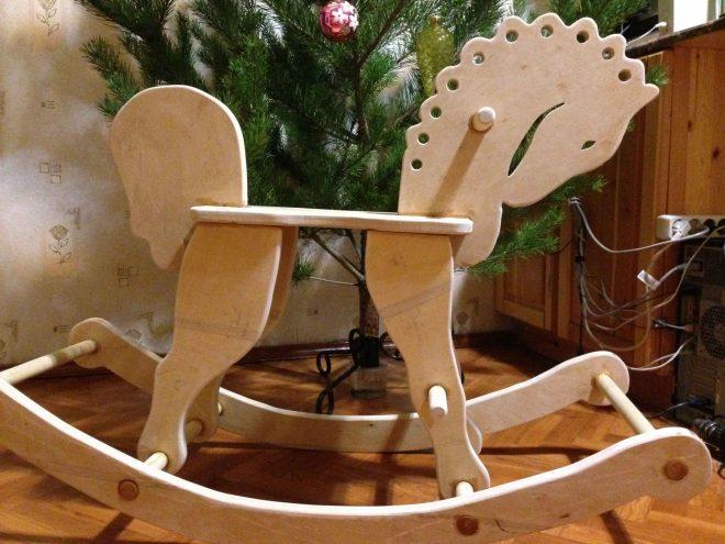 Деревянная лошадка для ребёнка
