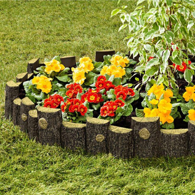 Ограда из половинок поленьев для цветника
