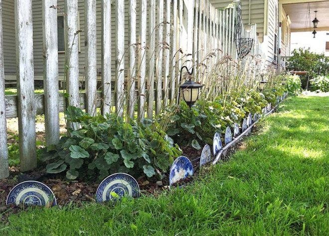 Декоративная ограда для цветника из тарелок